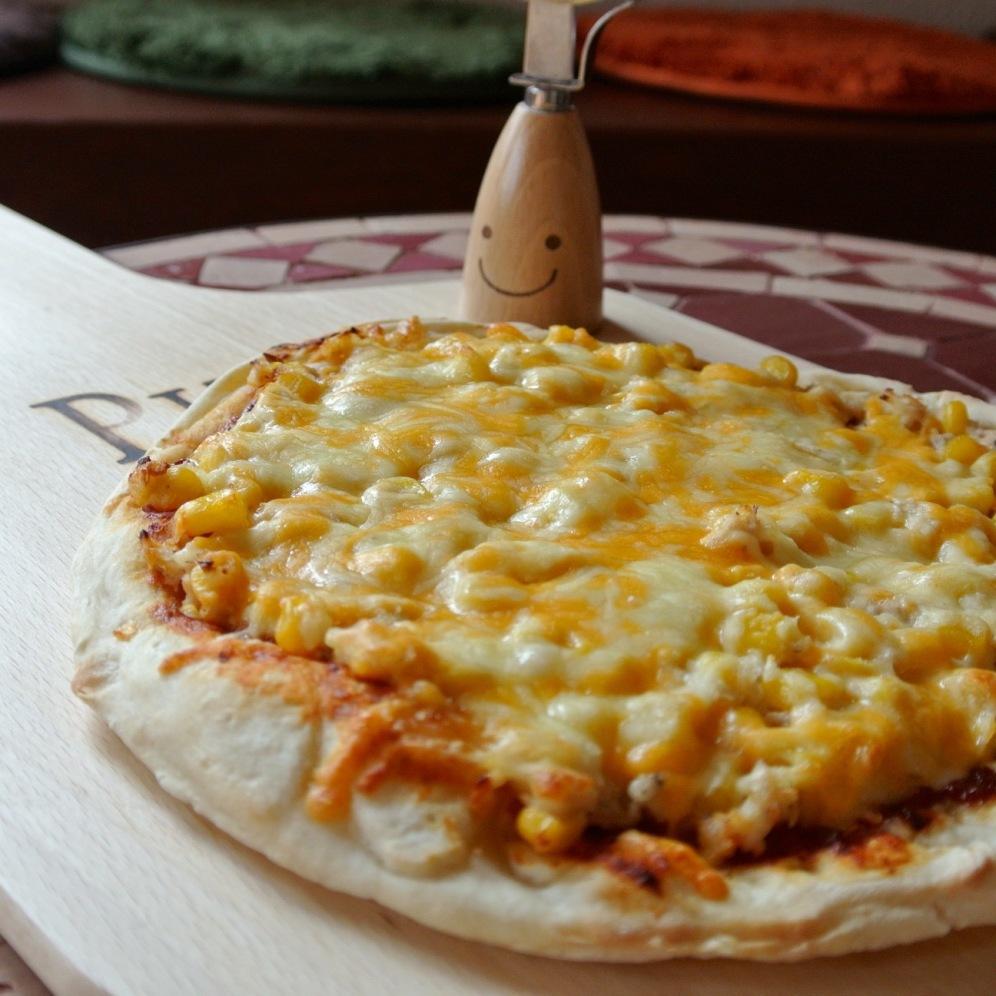 ツナとコーンのピザ