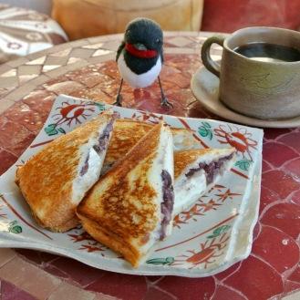餡とクリームチーズのホットサンド